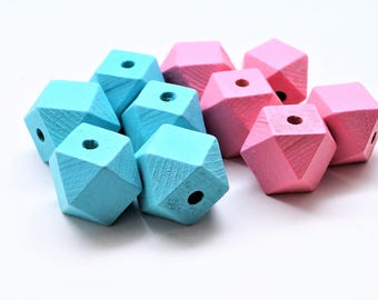 Set of 10 Polygon beads in natural wood, painted light green, light pink, 20 mm