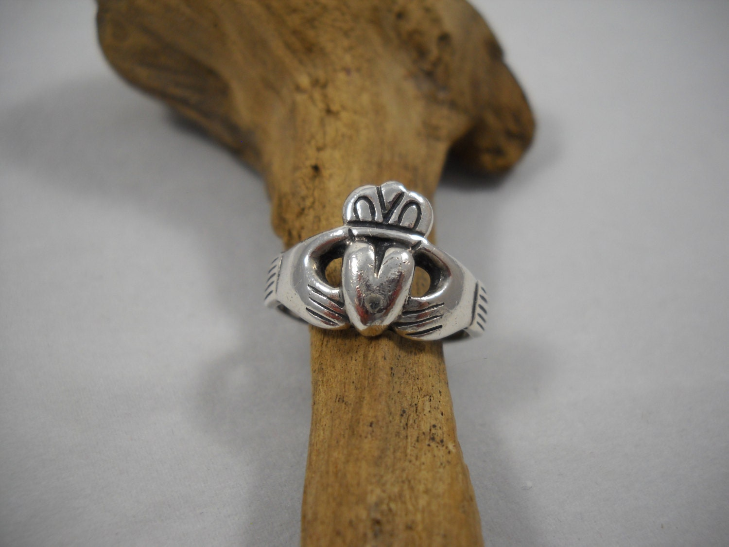 irish claddagh ring sterling traditional irish wedding. Black Bedroom Furniture Sets. Home Design Ideas