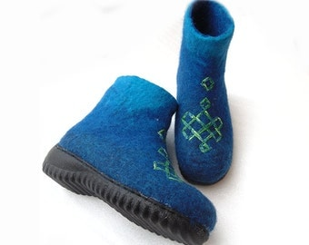 Winter felt boots. felted wool boots in blue. Handmade shoes .Felted wool boots ,wool felted Shoes with embroidered ornament