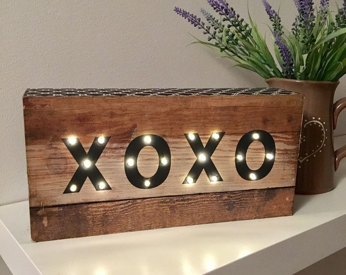 Wooden LED XOXO Light Box - Battery Operated - Perfect Night Light/Gift/Bedroom/Wedding Decor