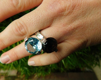 PIANEGONDA double bypass ring gemstone blue topaz and smokey quartz size 5.75 - 6, made in Italy in the 90's, huge and wonderful rock star.