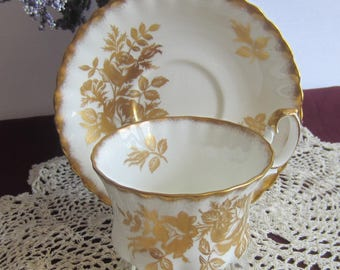 Royal Albert GOLDEN ROSE Bone China Tea Cup and Saucer - Made in England