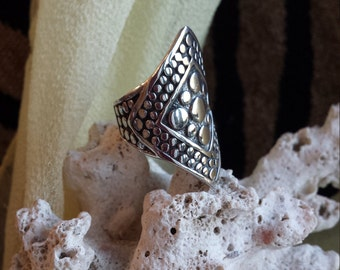 Sterling silver vintage wide band diamond shaped decorative ring