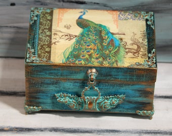 Peacock Box, Vintage Box, Peacock keepsake box, Postcard Box,  Retro Box, Jewelry Box, Personalized Decoupage Peacock box, Wedding Gift
