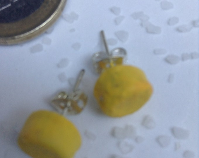 earrings of paper recycled with dyes ecological to give color and with closure of silver.