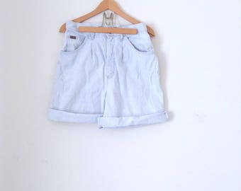Vintage LEE RIDERS 100% cotton denim shorts. Washed out, blue, super high waisted, 3pkt jean shorts. Made in USA. Size S