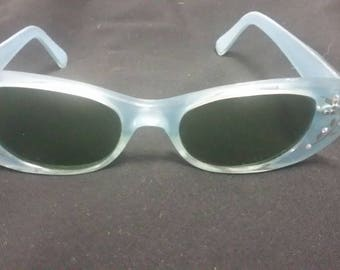 Vintage baby blue rhinestone cats eyes sunglasses 1960s Rhinestones and Gold look embellishments. Go-Go glasses. Hepburn style