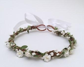 Gorgeous Simple Elegant Flower Crown Wreath | White Flowers and Pip Berries