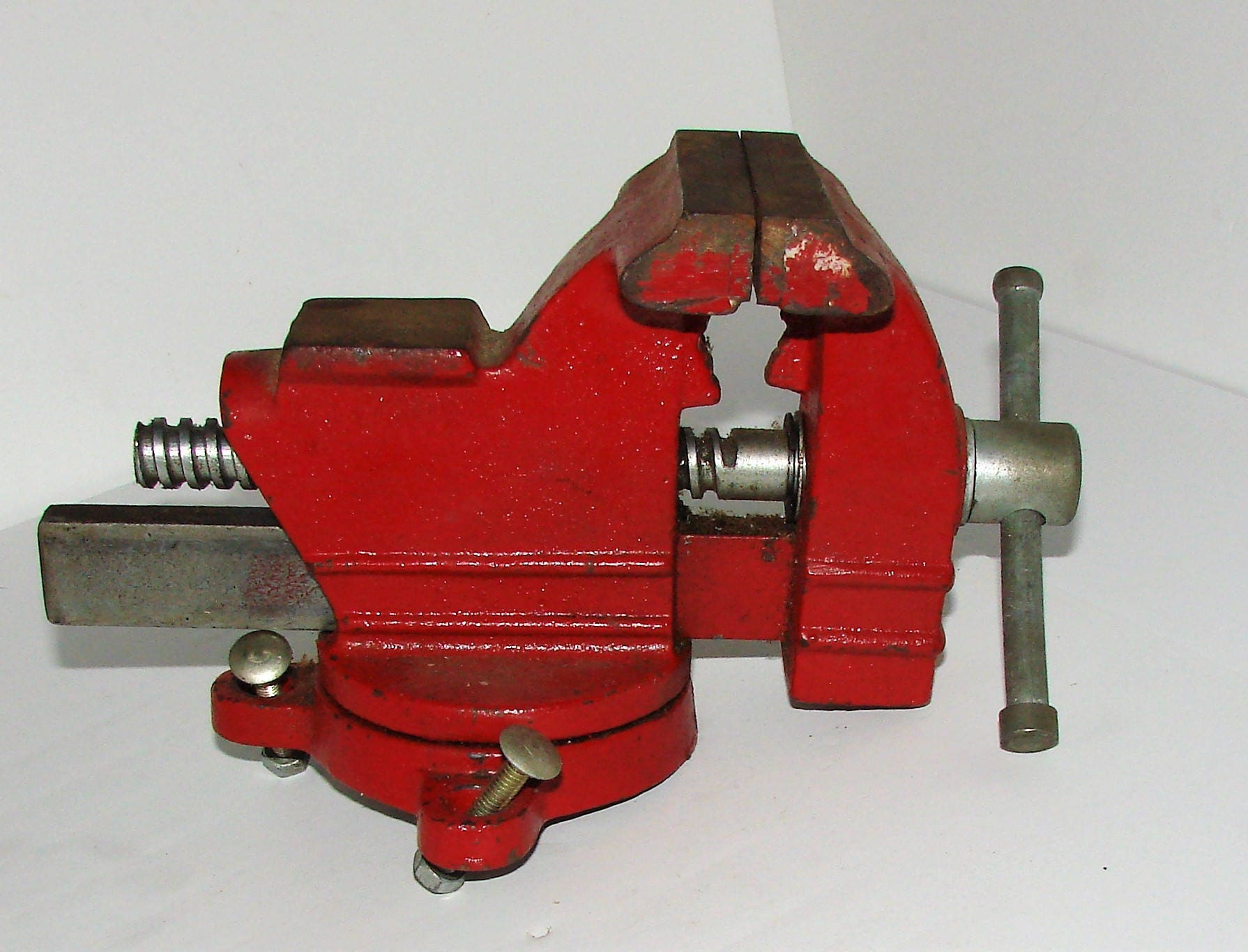 Columbian Benchtop Swivel Vise 1035 3 1 2 Jaw Width