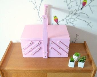 boite couture vintage travailleuse par atelierdelachoisille. Black Bedroom Furniture Sets. Home Design Ideas