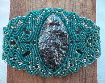 Hematite - Macrame bracelet whit the power of semiprecious stones - Silver & waxed thread