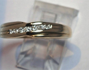 Ring 9 Ct yellow gold set with 7 x 0.01 Ct diamonds