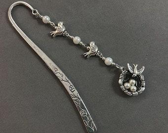 Beaded Bird Nest Bookmark, BIrd Beaded Shepherd Hook Bookmark,  Metal Bookmark, BIrd Bookmarker, BIrd  Lover Gift