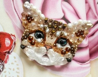 Pearl kitten brooch hand carved from stones and pearls