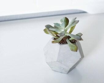 Modern geometric planter/ Succulent/ air plant pot/ industrial decor