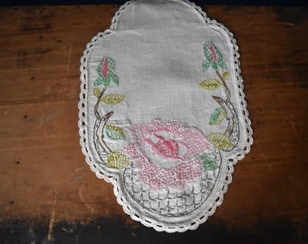 Vintage Hand Embroidered Linen - Embroidered Linen - Vintage Linen - Vintage Embroidered Doily - Cottage Linen