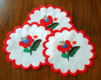 Hand embroidered doily with hand-fringed borders (MKDOI-TR-008)