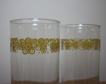 80s vintage Pyrex cups