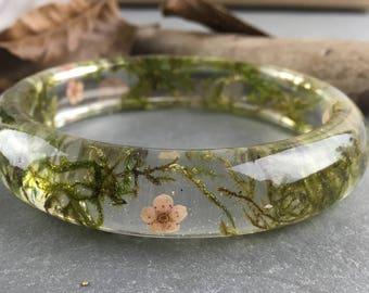 Real flower bangle-resin bangle-real moss bangle-resin jewelry-pressed flower jewelry-forest jewelry-terrarium bangle-gift