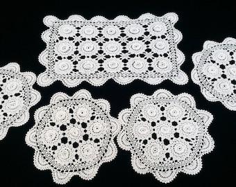 Doilies. A Set of 4 Round Vintage Irish Crochet Lace Doilies. Round Doilies. Crocheted White 3D Irish Rose Crochet Lace Doilies. RBT1642