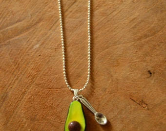 Avocado chain with spoon