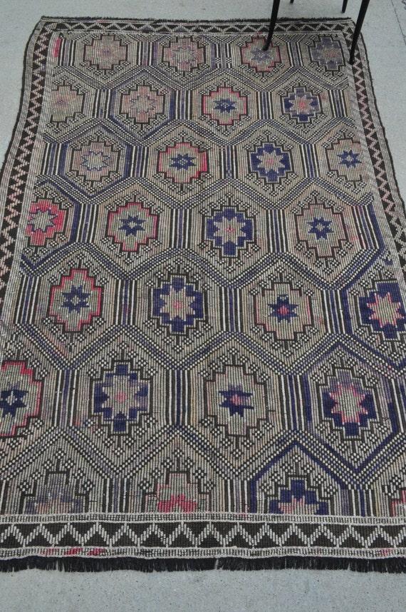 Vintage Turkish kilim - 5'8 x 8'4 - 172 x 254 cm.