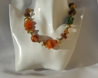 Necklace in stone, jade and other, several colors