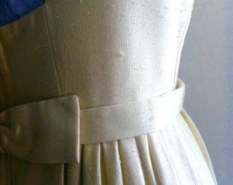 1960's classic wedding or evening dress, oatmeal wheat colour, curvy 10 / small 12. SImple elegant low square back and softly pleated skirt.