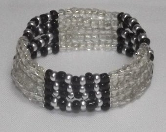 Bracelet of glass seed beads in 5 rows of elastic, silver plated separator, color Clear/Grey/Black