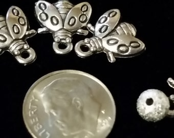 Bee charms (10)