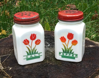 Tipp City McKee Tulip Salt and Pepper Shakers