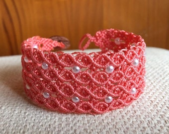 Coral bracelet micro macramé closure with two buttons