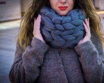 Infinity scarf. Chunky scarf. merino wool. arm knitting. Handmade scarf. Wool scarf. Winter scarf. Merino scarf.  Birthday gift