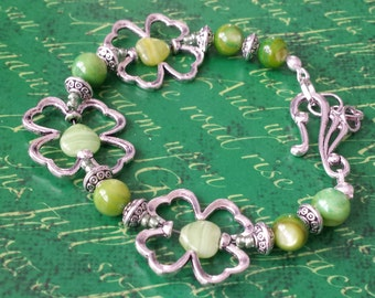 St. Patricks Bracelet,Shamrock bracelet,Saint Patricks day jewelry,Four leaf clover,Irish Bracelet,Gaelic,Celitcs,Green beaded bracelet