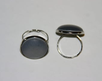 Nice, simple silver ring with grey cabochon, diameter 12 mm