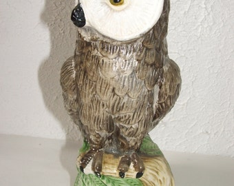 Latex mold/mould/moulds.    owl sitting on a tree stump