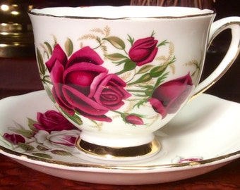 Pretty Colclough Footed Teacup and Saucer
