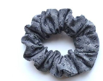 Grey scrunchy