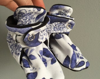 Baby Booties - Blue flowers
