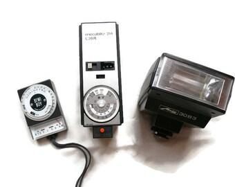 Set Of Vintage Photo Equipment, Bertram Bewi Boy Light Meter, Metz Flash, Metz Mecablitz, Camera Equipment, Camera Flash