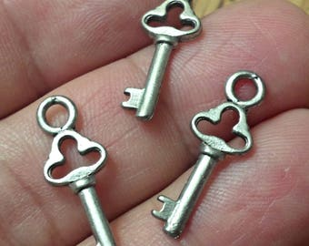 set of 5 pewter KEY Charm pendant Made in USA /U60
