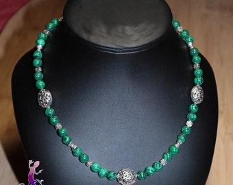 Collier malachite avec perles ouvragées en métal argenté
