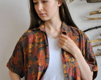 Abstract figures print shirt 1990s 1980s vintage hipster red orange coloures short sleeve womens autumn plants polo