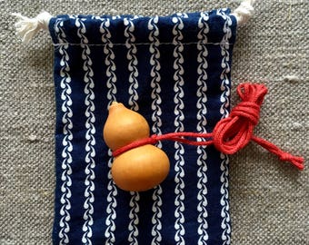 Calabash Flaschenkürbis Hulu 葫芦 necklace with a small cotton bag