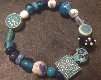 Blue and white glass, ceramic and wooden beaded stretchy bracelet