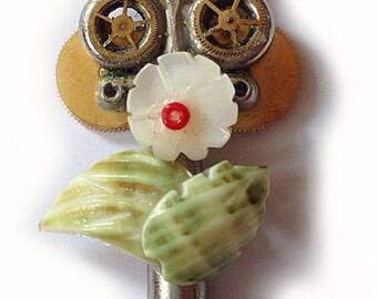 steampunk key Schlüssel pendant necklace little flower