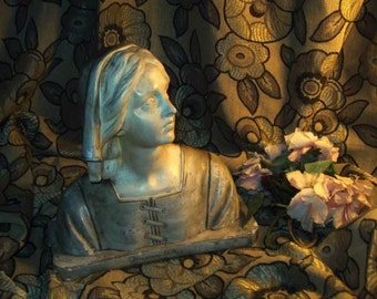 A nice old bust of Joan of arc, plaster. Jeanne bergere!