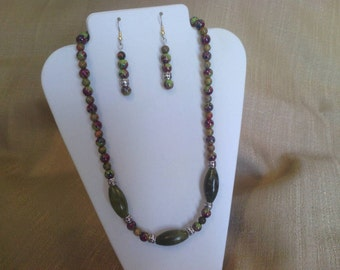 281 Green Jungle Jasper, Unakite and Marble Style Spotted Beads Beaded Necklace with Silver Plated Tube Beads