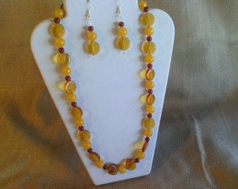 308 Honey Colored Malaysian Jade and Swarovski Crystal Beads and Glass Beads Beaded Necklace