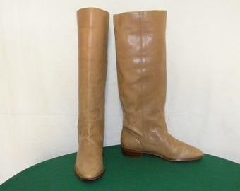 9West 1980s Vintage-Sz 8b Women-tall light brown flat riding boots.